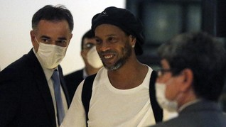 Legenda Barcelona Ronaldinho Positif Corona