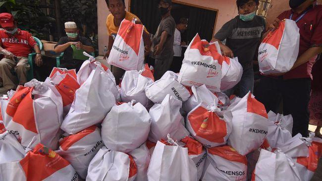 Pemprov DKI Jakarta mulai menyalurkan Bansos ke rumah-rumah warga hari ini jelang penerapan PSBB, Jumat (10/4).