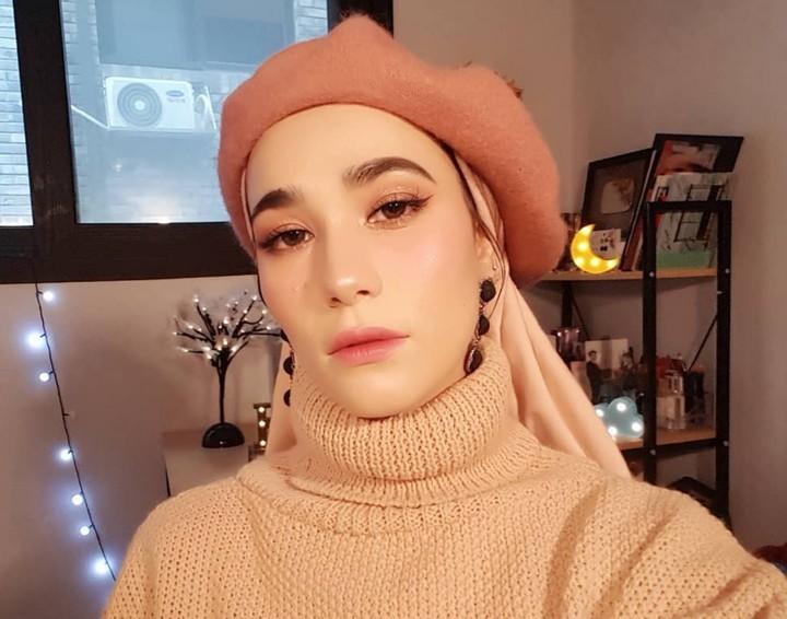 Kim Miso merupakan selebgram yang tinggal di Korea Selatan. Sehari-harinya, ia kerap tampil cantik berhijab dan sukses curi perhatian netizen.
