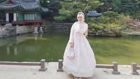 <p>Kim Miso tampilan cantik pakai hanbok, pakaian tradisional Korea Selatan. (Foto: Instagram @kimmiso1194)</p>