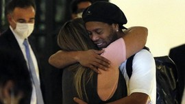 Ronaldinho Segera Bebas dari Tahanan