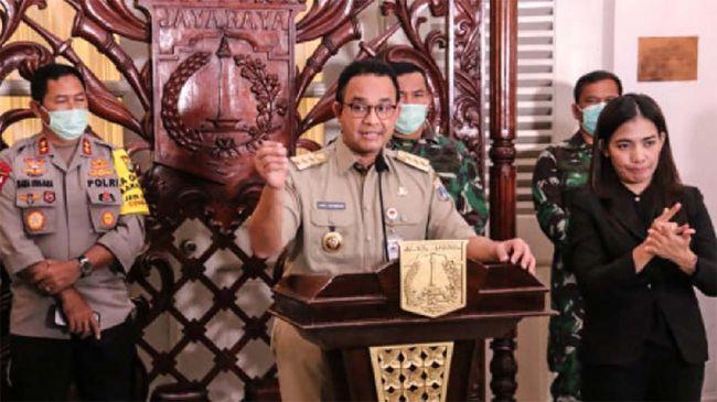 Gubernur DKI Jakarta, Anies Baswedan, dalam konferensi pers bersama Forum Koordinasi Pimpinan Daerah (Forkopimda) yang digelar di Pendopo Balai Kota DKI Jakarta, Senin (7/4)