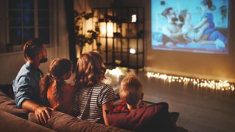 Anak-anak memerlukan pengawasan orang tua ketika menonton film atau serial. Nah, dengan fitur parental control, Bunda bisa lebih mudah mengawasi tontonan anak.