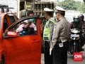 Diminta Pakai Masker, Seorang Pria Acungkan Pisau ke Polisi