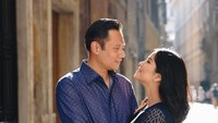 <p>Hati siapa yang enggak leleh kalau saling tatap penuh cinta seperti ini. Semoga pernikahan Annisa dan Agus langgeng hingga maut memisahkan ya. (Foto: Instagram @annisayudhoyono)</p>