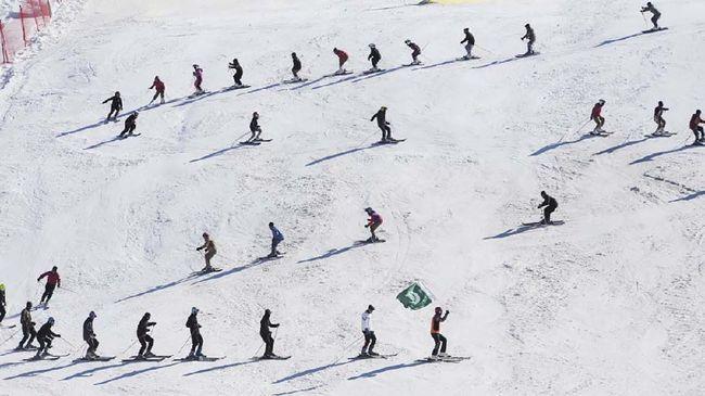 Dulu Taliban sempat menguasai resor ski ini. Baja di kereta gantungnya dipotong dan dijual untuk pendanaan terorisme.