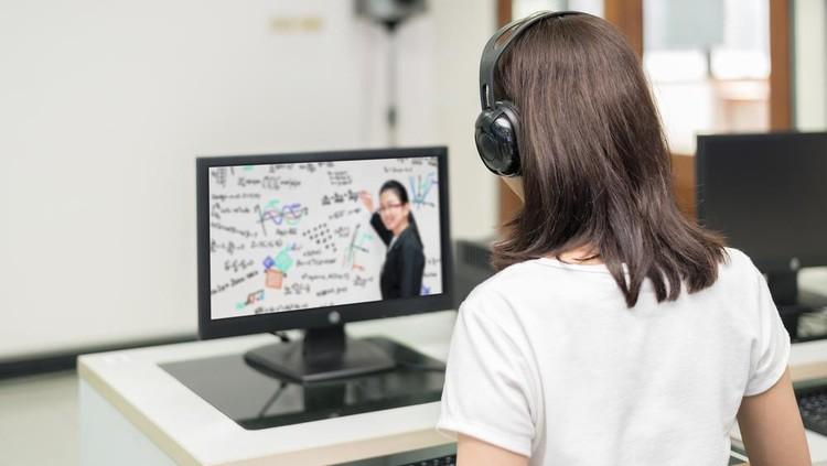 Ilustrasi belajar online