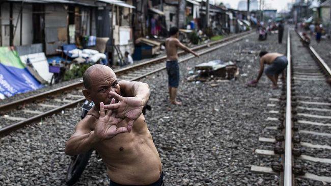 Epidemiolog UI mengkritik penganganan pandemi Covid-19 oleh pemerintah Joko Widodo selama satu tahun di Indonesia.