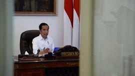 Belum Longgarkan PSBB, Jokowi Tetap Pertimbangkan Korban PHK
