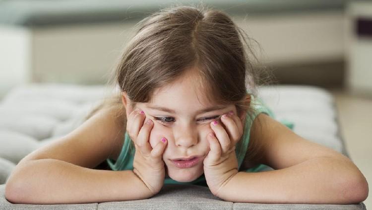 Selama pandemi Corona dan anak-anak harus di rumah saja, bisa juga mengalami stres. Lalu, apakah si kecil juga butuh latihan mindfulness seperti orang dewasa?