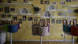FOTO: Corona dan Kucing-kucing Kesepian di Kafe Hewan