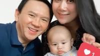 <p>Sang bayi yang menggemaskan berfoto bersama Ahok dan Puput Nastiti Devi. (Foto: Instagram @btpnd)</p>