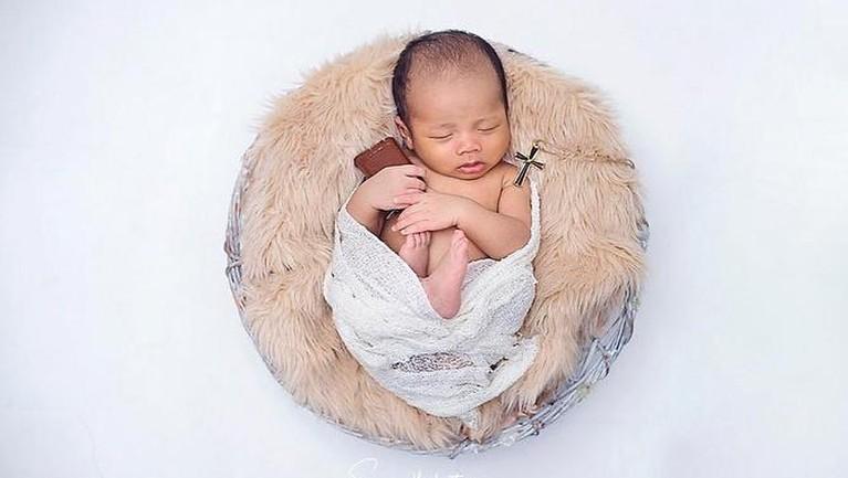 Lucu dan menggemaskan, ini dia lima foto putra Ahok BTP dan Puput yang sudah menginjak usia tiga bulan.