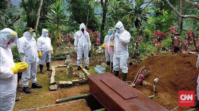 Total ada 348 tenaga kesehatan Sumut terpapar covid-19. Tujuh dokter di antaranya meninggal dunia. Dokter Dennis yang meninggal Rabu malam jadi yang termuda.