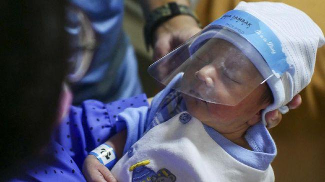 Seorang bayi usia 2 hari terkonfirmasi positif Covid-19, tim Satgas pun masih menelusuri sumber penularan atau transmisi tersebut.