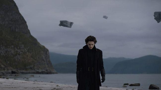 Warner Bros menunda perilisan film Dune, membuat para penggemar Timothee Chalamet kecewa karena harus menunggu lebih lama untuk melihat aksi sang aktor.