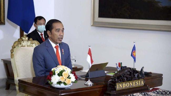 Presiden Joko Widodo mengikuti KTT ASEAN Plus Three secara virtual dari Istana Bogor, Jawa Barat, Selasa (14/4/2020). Dalam KTT tersebut Presiden Jokowi mendorong adanya penguatan kerja sama negara ASEAN Plus Three (APT) untuk menciptakan resiliensi terhadap tantangan pandemi Covid-19 dan pelemahan ekonomi. ANTARA FOTO/Biro Pers - Lukas/hma/hp.