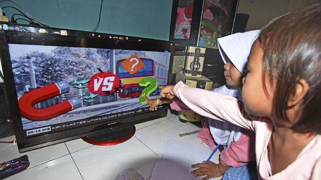 Mantan Ketua Asosiasi Televisi Swasta Indonesia (ATVSI), Ishadi SK membeberkan beberapa keuntungan ketika TV analog beralih digital.