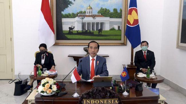 Presiden Joko Widodo mengikuti KTT ASEAN Khusus Covid-19 secara virtual didampingi Menlu Retno L Marsudi dan Menkes Terawan, Selasa (14/4)