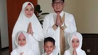 <p>Dari pernikahannya, Ustaz Zacky Mirza dan Shinta Tanjung dikarunia lima anak. (Foto: Instagram @chintatanjung)</p>