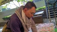 <p>Semenjak hijrah, Chef Haryo mengubah penampilannya. Kini ia tampil berjenggot, Bunda.</p>