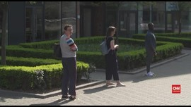 VIDEO: Social Distancing Imbas Corona Diprediksi Sampai 2022