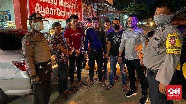 Polda Kalimantan Barat menangkap tiga narapidana yang melakukan pencurian meski baru saja diberi pembebasan lewat mekanisme asimilasi di tengah pandemi virus corona, Selasa (14/4)