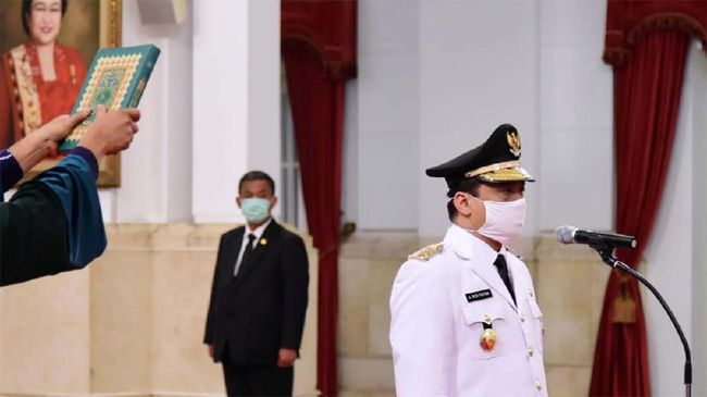 Presiden Joko Widodo melantik Wagub DKI Ahmad Riza Patria, Rabu (15/4)
