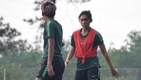 <p>Hingga akhirnya, Zahra sukses membela Tim Nasional Putri Indonesia. Sang Bunda pun berpesan agar Zahra serius mengeluti kariernya. (Foto: Instagram @zahmuz12)</p>