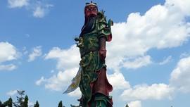 Patung Raksasa Dewa Perang di Tuban Roboh