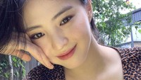 Wajahnya yang cantik menarik perhatian publik, ditambah ia merupakan adik kelas SMA Kim Tae Hee, aktris yang dinobatkan sebagai wanita paling cantik di Korea Selatan. (Foto: Instagram @xeesoxee)