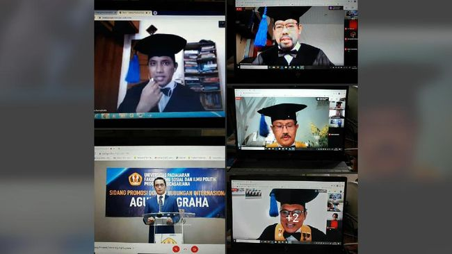 Suasana saat Agung Nugraha melakukan Sidang Ujian Doktoral Terbuka secara online.