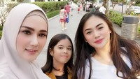 <p>Tiap kali Mulan Jameela mengunggah foto bersama Tiara, kecantikan Tiara kerap menjadi perbincangan netizen. (Foto: Instagram @mulanjameela1)</p>