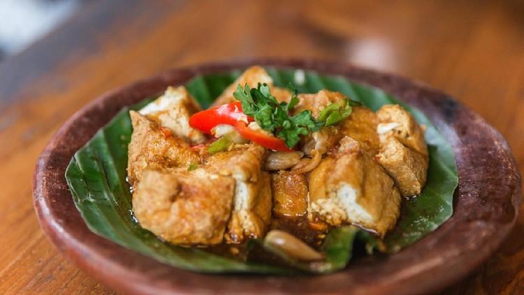 Close up shot of Indonesian local cuisine tahu gejrot ( fried tofu in chili soy sauce )