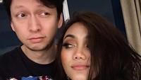 <p>Keduanya kini menetap di Indonesia, Bunda. (Foto: Instagram @rinanose16)</p>