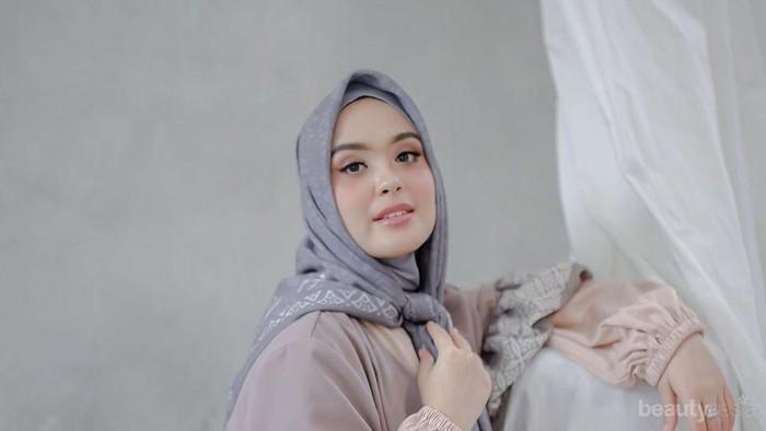 Vebby Palwinta Rilis Brand Hijab Sendiri dengan Koleksi Menarik