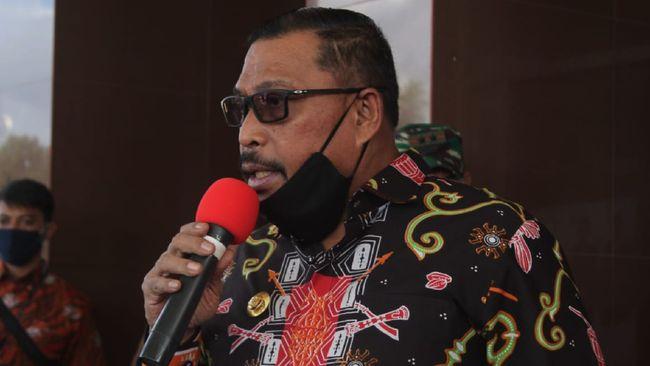 Gubernur Maluku Murad Ismail memutuskan Maluku pemberlakukan Pembatasan Sosial Berskala Ragional (PSBR) untuk memutus mata rantai penyebaran covid-19 di Maluku, dalam Jumpa Pers, di Gedung Kantor Gubernur Maluku