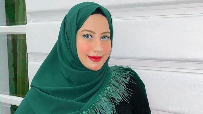 Gaya Hijab Simple & Berkelas Tasyi, Kembaran Tasya Farasya yang Jago Masak