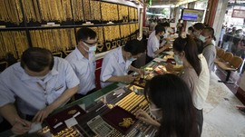 FOTO: Harga Emas Meroket, Warga Thailand Jual Perhiasan