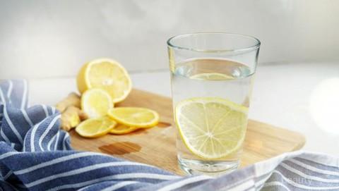 Cukup 5 Menit Minum Air Lemon Hangat Sebelum Tidur Bisa Menurunkan Berat Badan