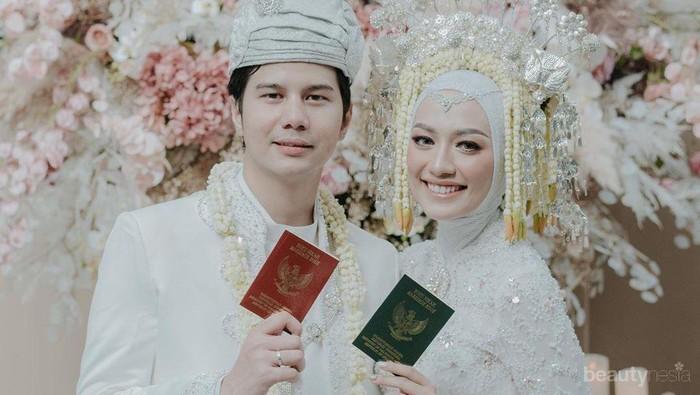 Gelar Akad Hingga Streaming Online, Lihat Cantiknya Mega Iskanti di Hari Pernikahan