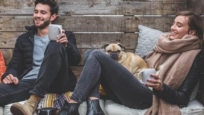 5 Topik Pembicaraan yang Disukai Pria, Bikin Hubungan Makin Asik!