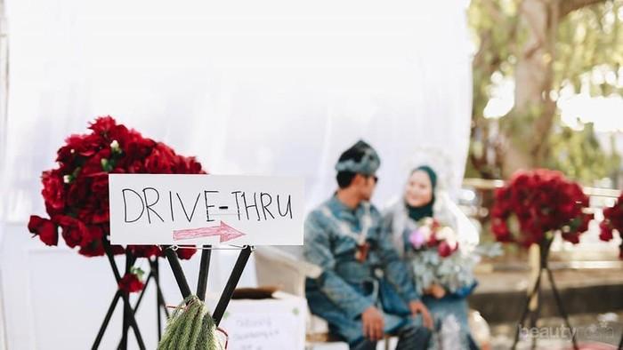Unik! Pengantin Ini Gelar Resepsi Pernikahan Drive Thru Demi Hindari Virus Corona