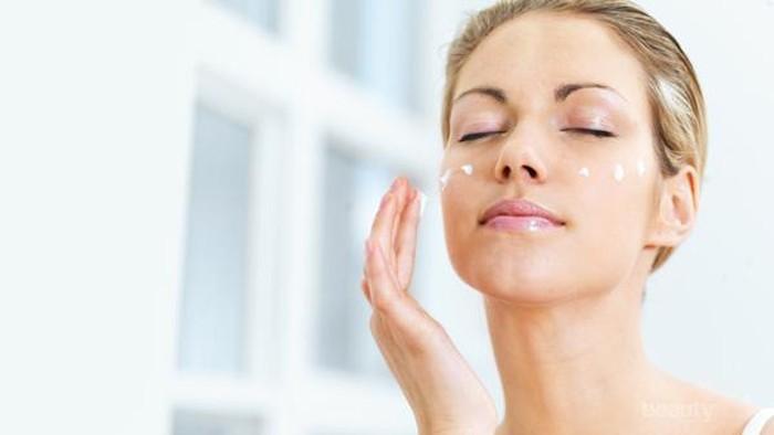 Rutinitas Skincare yang Harus Kamu Lakukan Sebelum Menggunakan Makeup