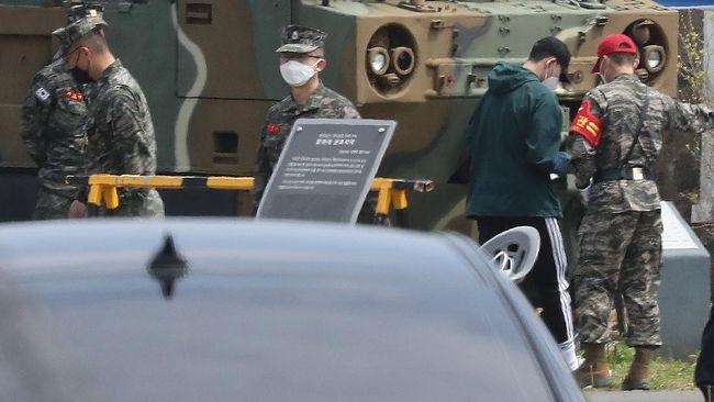 Parlemen Korea Selatan meloloskan RUU yang memungkinkan artis budaya pop menunda tugas wajib militer mereka pada Selasa (1/12).