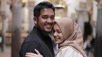 <p>Sebelum menikah, hubungan Dewi Sandra dan Agus ini melalui proses taaruf lho, Bunda. (Foto: Instagram @dewisandra)</p>