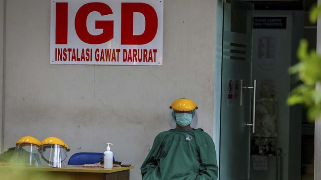 Penghentian pelayanan RS Raden Mattaher dilakukan untuk melakukan contact tracing tenaga administrasi rs yang dinyatakan positif covid-19.