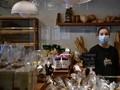 Prancis Wajibkan Penggunaan Masker di Dalam Ruangan Publik