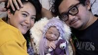 <p>Poppy dan suami memberi bayi cantik itu nama yang indah, sesuai bulan kelahirannya, Airia June. (Foto: Instagram @popsovia)</p>