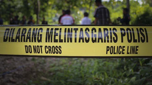 Penyidik kepolisian bakal membawa sampel bongkahan diduga badan pesawat ke Jakarta karena terhambat dalam proses evakuasi.